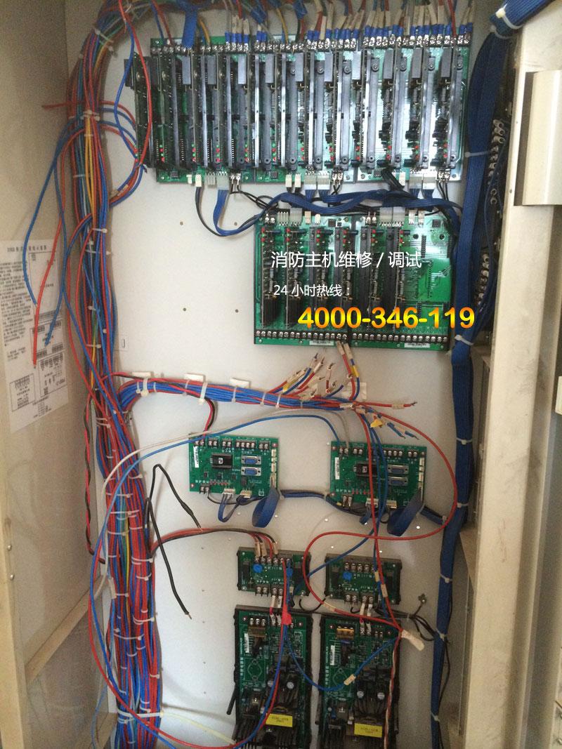 现有一台JB-3102A上海松江消防报警主机,一开机显示屏显示1~8回路主从故障,其实只有两个回路,量了一下回路板电压,只有0.3V左右,双回路板只有两个红灯常亮,两个绿灯不亮,回路板插的低板右上角有个绿灯,十几秒闪一下,请教高手这是什么原因,还有不知谁在回路输出端口S1+,S1-并联了两个电阻,S2+,S2-并联了一个同样的电阻,并电阻是什么意思呢? 主从故障是主板和回路板通讯故障,3102A的回路板分子板和母板(子板就是你说的2回路板),母板是8回路的,所以会报1-8回路。专业修理回路板
